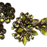 Vintage olive rhinestone Brooch and clips Weiss