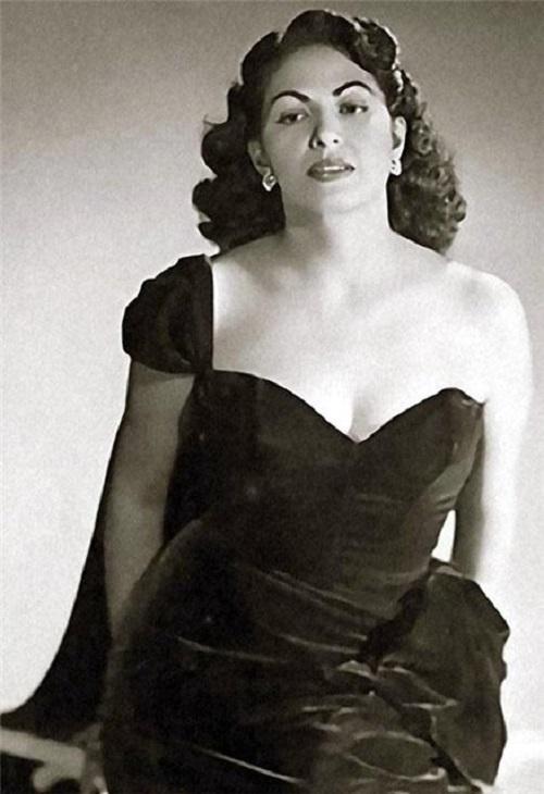 Consuelo Velazquez, song Besame Mucho