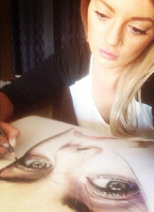 Elle Wills pencil drawings