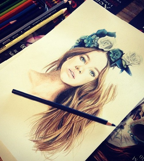 Elle Wills pencil drawings