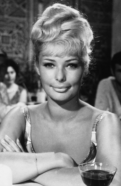 Beautiful actresses passed away in 2013