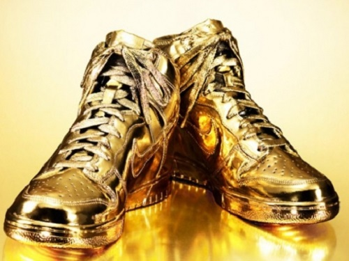 Most unusual gold products. Nike sneakers made ​​of pure, 24-carat gold