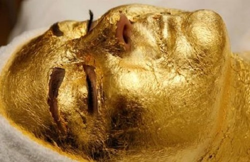 Most unusual gold products. Rejuvenating gold mask of pure gold by Japanese beauticians
