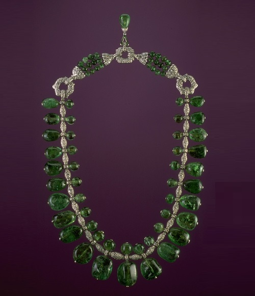 Beauty collector Marjorie Merriweather Post. Emerald necklace