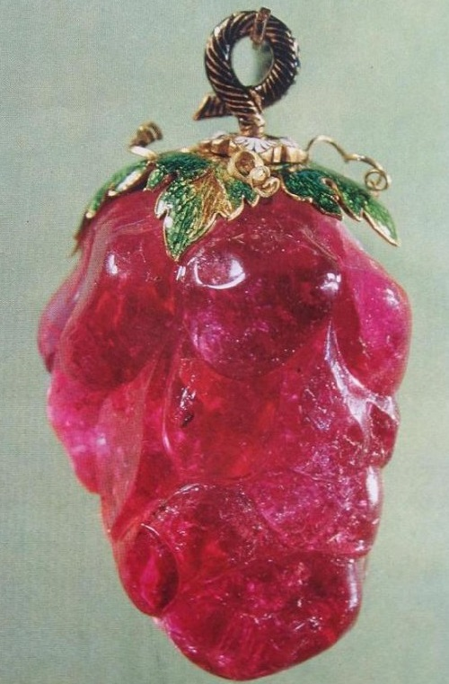 The famous bunches of grapes, which the Swedish king gave to Russian queen Catherine the second, turned out to be made of red tourmaline