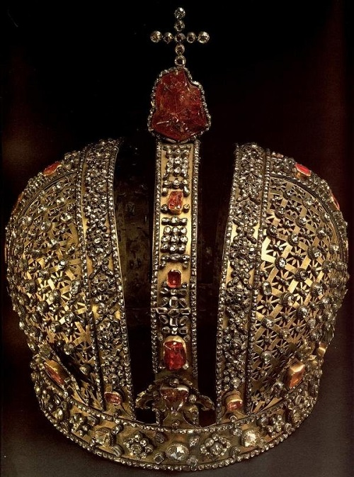The largest ruby encrusted in the crown of Czech kings of the dynasty in the examination, turned out to be a red tourmaline