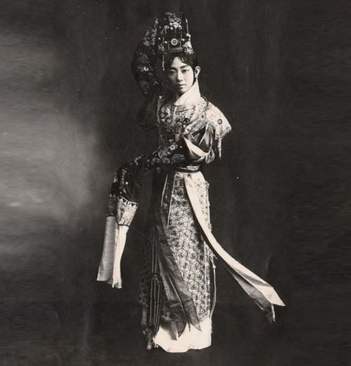 Hereditary performer of female roles Mei Lan Fang (1894-1961)