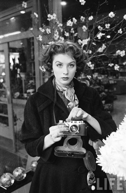 1950s beauty Suzy Parker in Life magazine