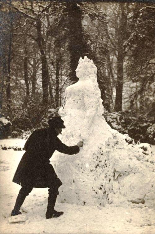 Queen Victoria Snowwoman