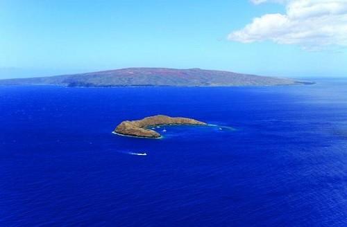 Beautiful crater on Hawaii – Molokini Crater