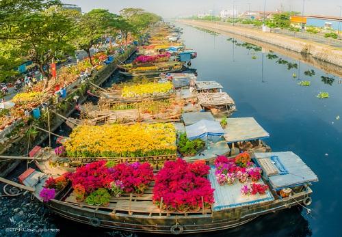 Saigon Flower Market before sunset