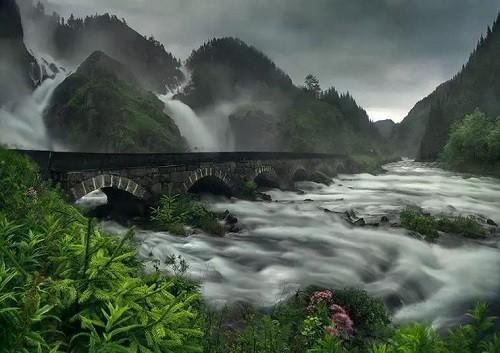 On the waterfall in Latefossen, Norway