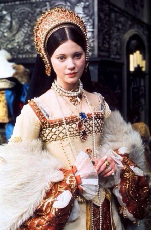 Stunningly beautiful photo of the tragic Lynne Frederick starring as Queen Katherine Howard in the 1972 film Henry VIII and His Six Wives