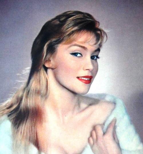 Remembering 1950s French beauty Estella Blain