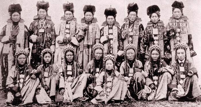 Old photo of Buryat women in national costumes. Photo XIX - early XX century. Author А.К. Kuznetsov