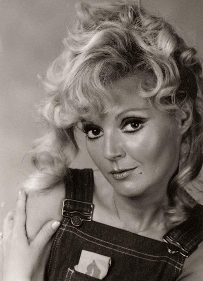 Estela Molly, Estela Noemí Nefimar Meyranx (19 August 1943 - 13 August 2017), Argentinian actress