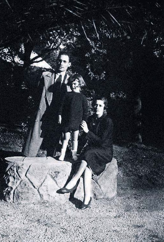 After the tragic death of his wife, Pedro took care of his daughter as best he could. Lolita with her mother Angelika and her father
