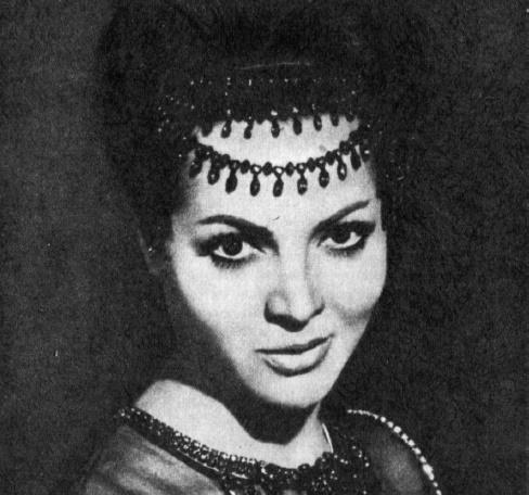 1962 film 'La reina del Chantecler', beautiful actress Sara Montiel