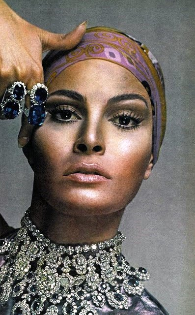 Advertising jewelry Raquel Welch