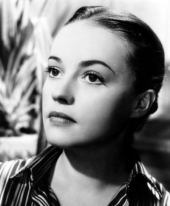 Aspiring actress Jeanne Moreau