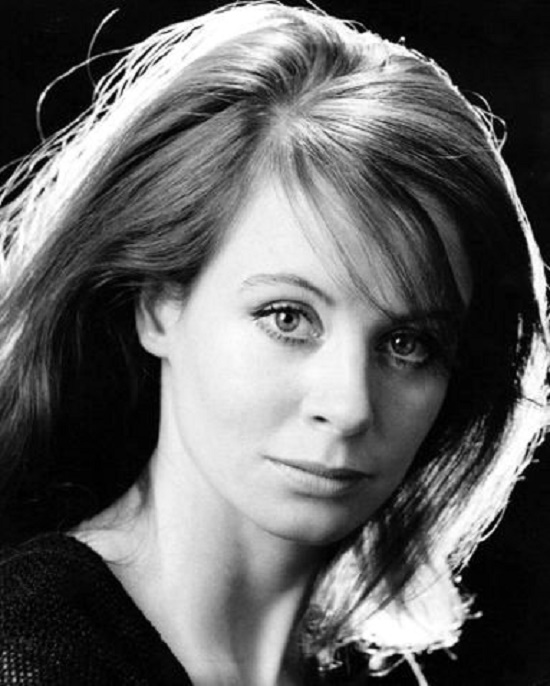Beautiful British actress Sarah Miles