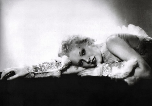 Blonde beauty Alice Faye