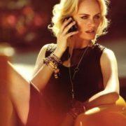 Blonde beauty Amber Valletta