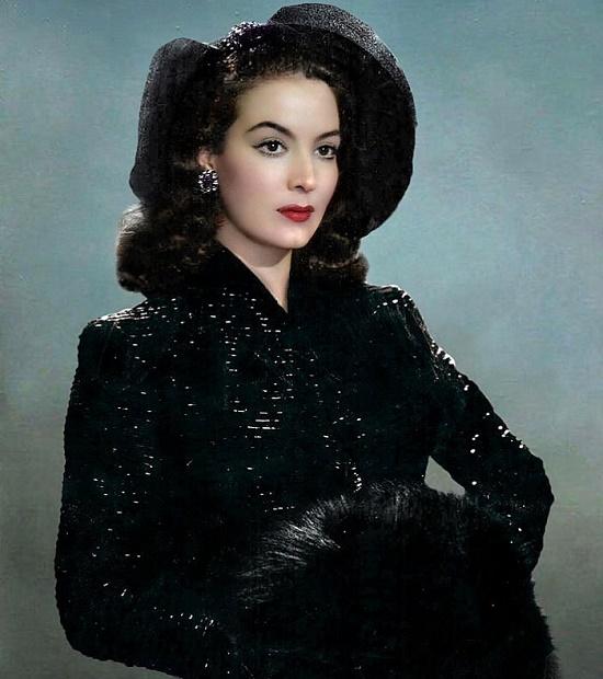 Born 8 April 1914, Maria Felix