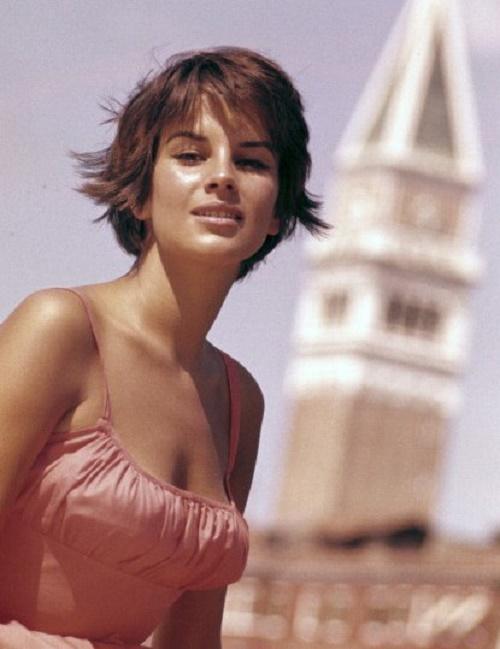 Brunette beauty Antonella Lualdi