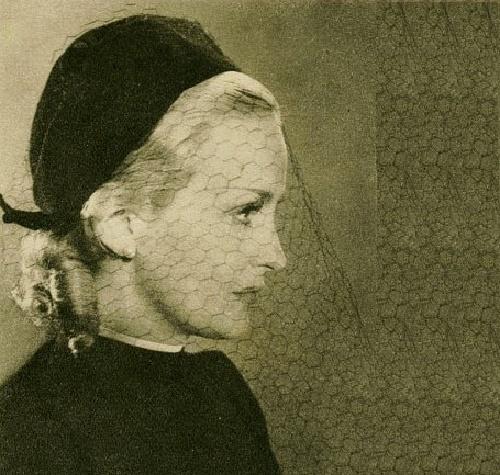 Classic beauty Camilla Horn