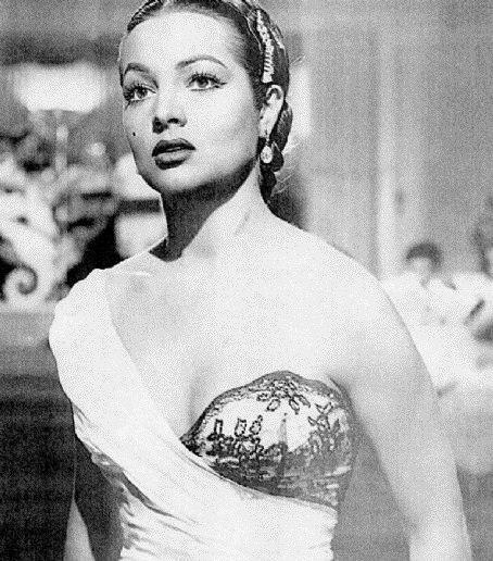 Classic beauty, Sara Montiel
