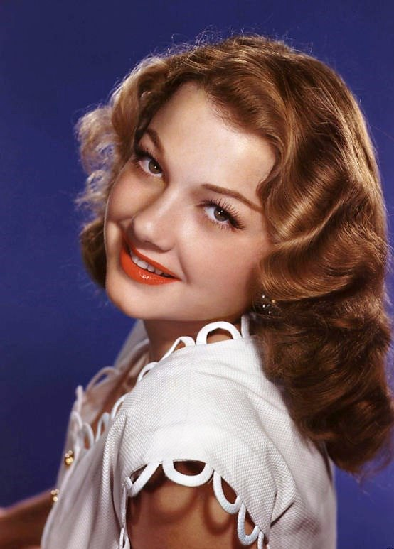 Divinely beautiful actress Anne Baxter