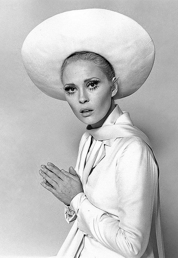 Fashionista Faye Dunaway