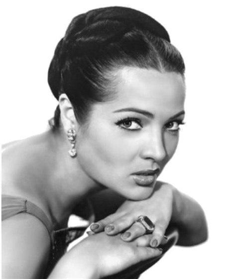 Film actress Sara Montiel