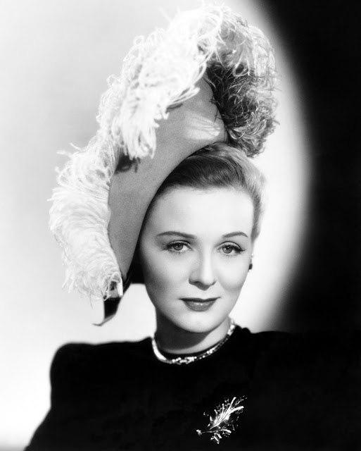 Glamorous actress Gloria Stuart