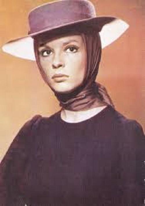Gorgeous Romanian actress Irina Petrescu (19 June 1941 – 19 March 2013)