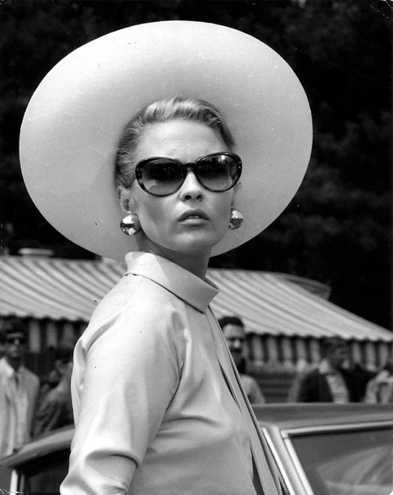 Icon of style 1970s Hollywood brightest star Faye Dunaway