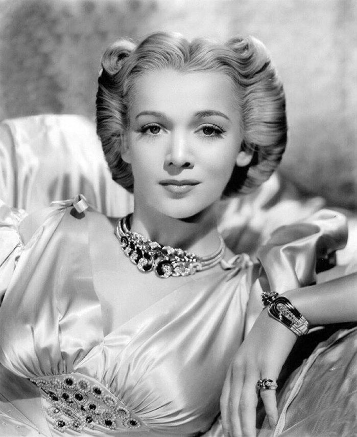 Jewelry lover Carole Landis