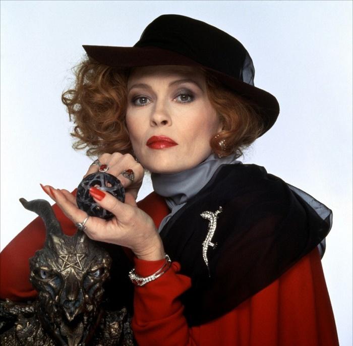 Jewelry lover Faye Dunaway