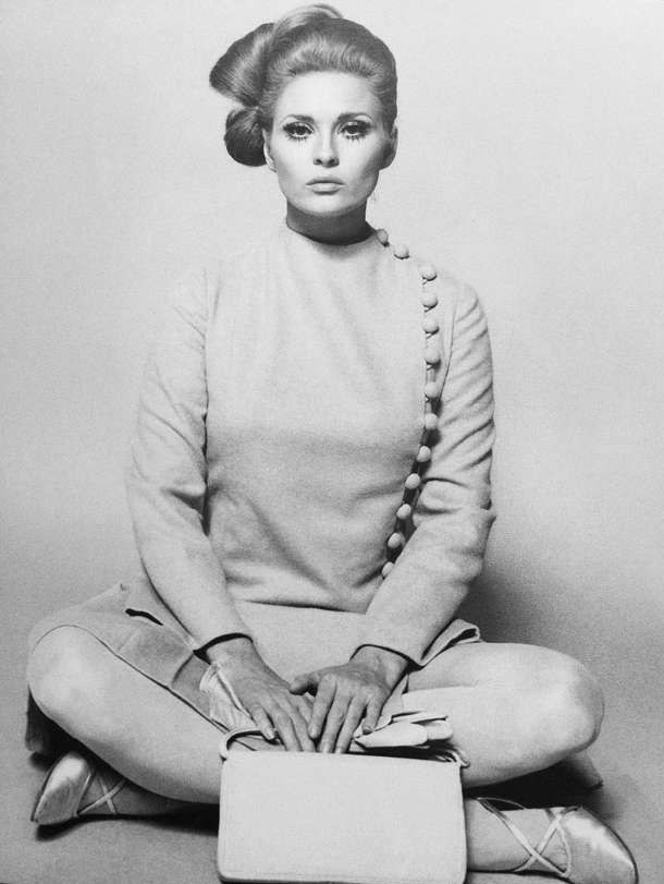 Perfect fashion model Faye Dunaway