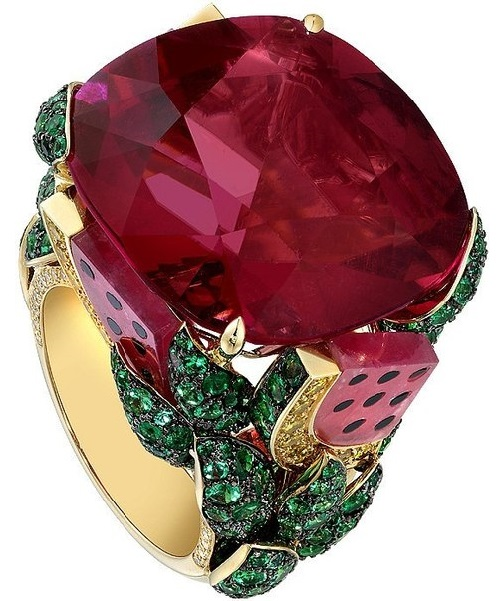 Piaget Rose ring of gold, diamonds, Bordeaux Color sapphire