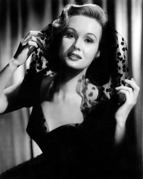 Popular in 1940s, Beautiful Hollywood actress Virginia Mayo (November 30, 1920 – January 17, 2005)
