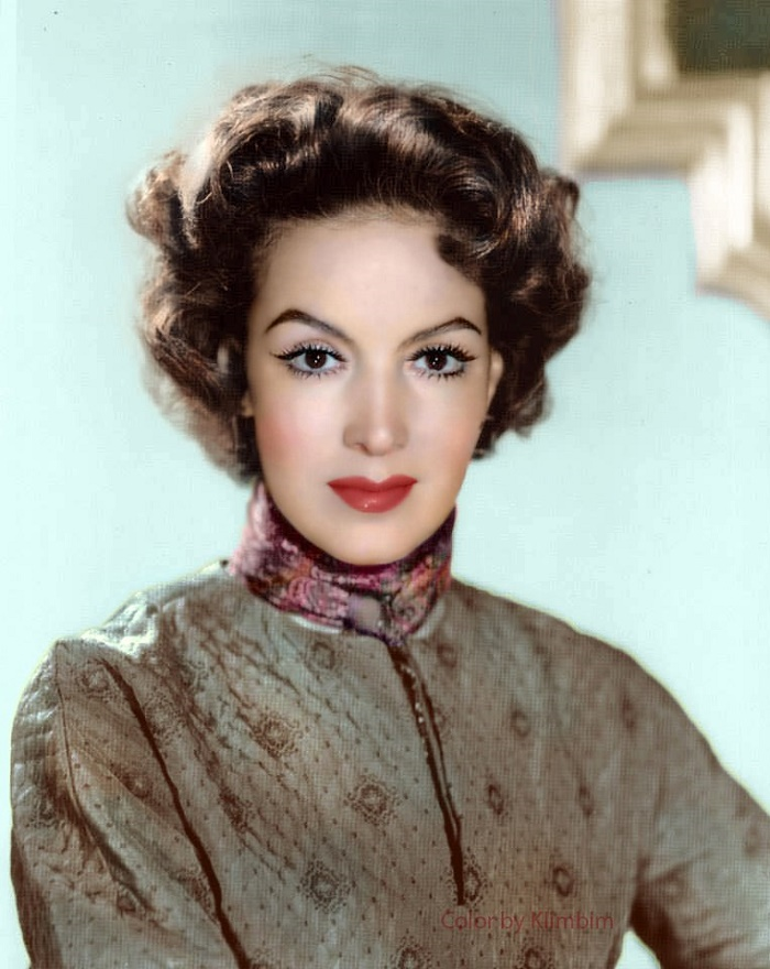 Retro beauty Maria Felix