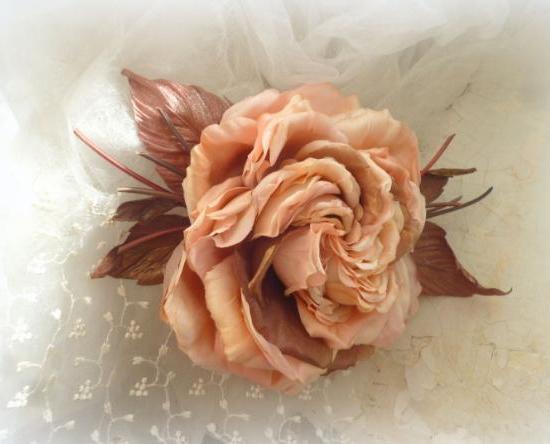 Shades of cream-pink to dark brown