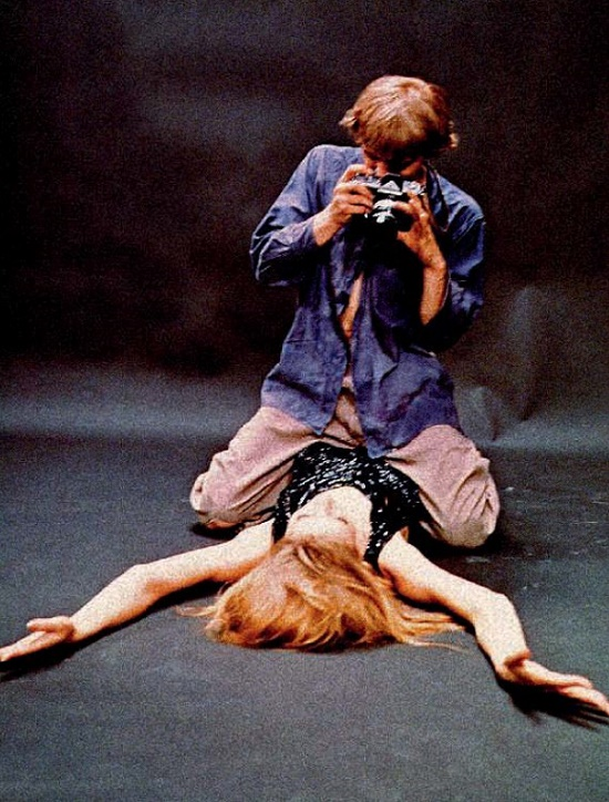 Shot from the film by Michelangelo Antonioni 'Blow Up'. David Hemmings and Veruschka, 1966