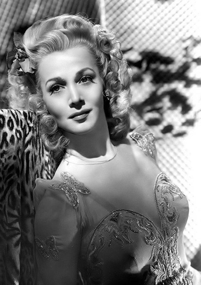 Singer and actress Carole Landis