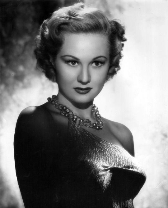 Star of the Golden Age of Hollywood, Beautiful Hollywood actress Virginia Mayo