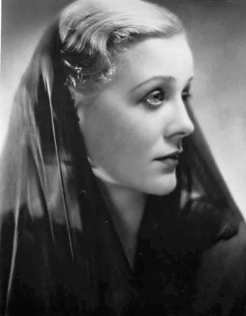 Stunningly beautiful actress Gloria Stuart
