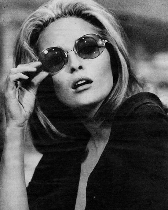 Stylish Faye Dunaway