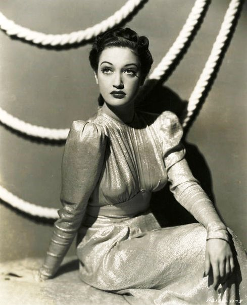 Stylish and beautiful Dorothy Lamour